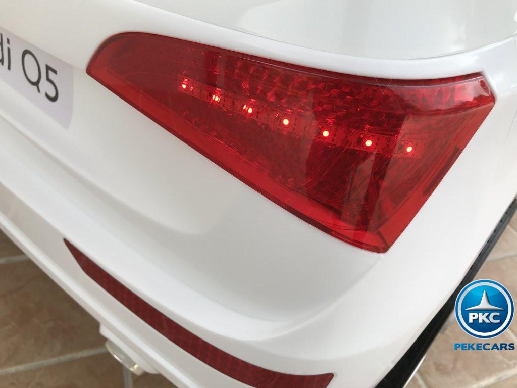 Coche electrico infantil Audi Q5 12V Blanco con luces traseras rojas