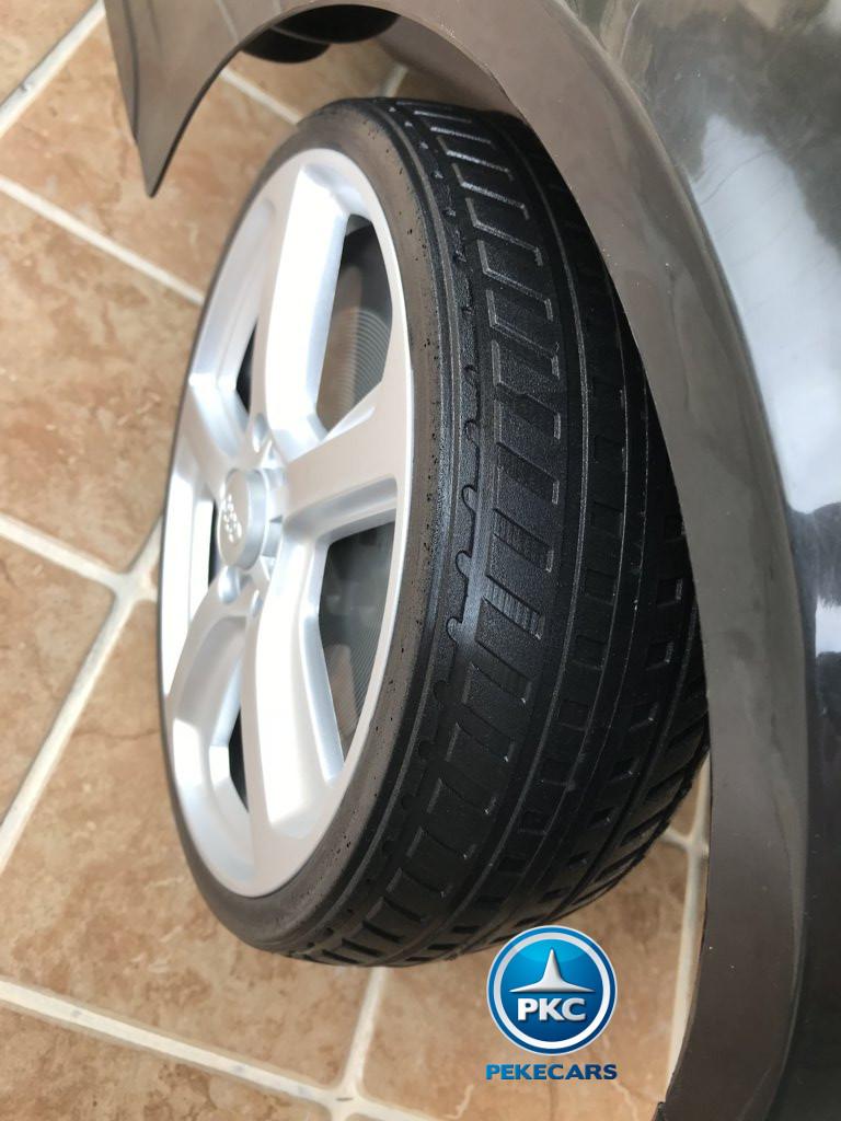 Coche electrico infantil Audi Q5 12V Negro metalizado con ruedas de caucho antipinchazos
