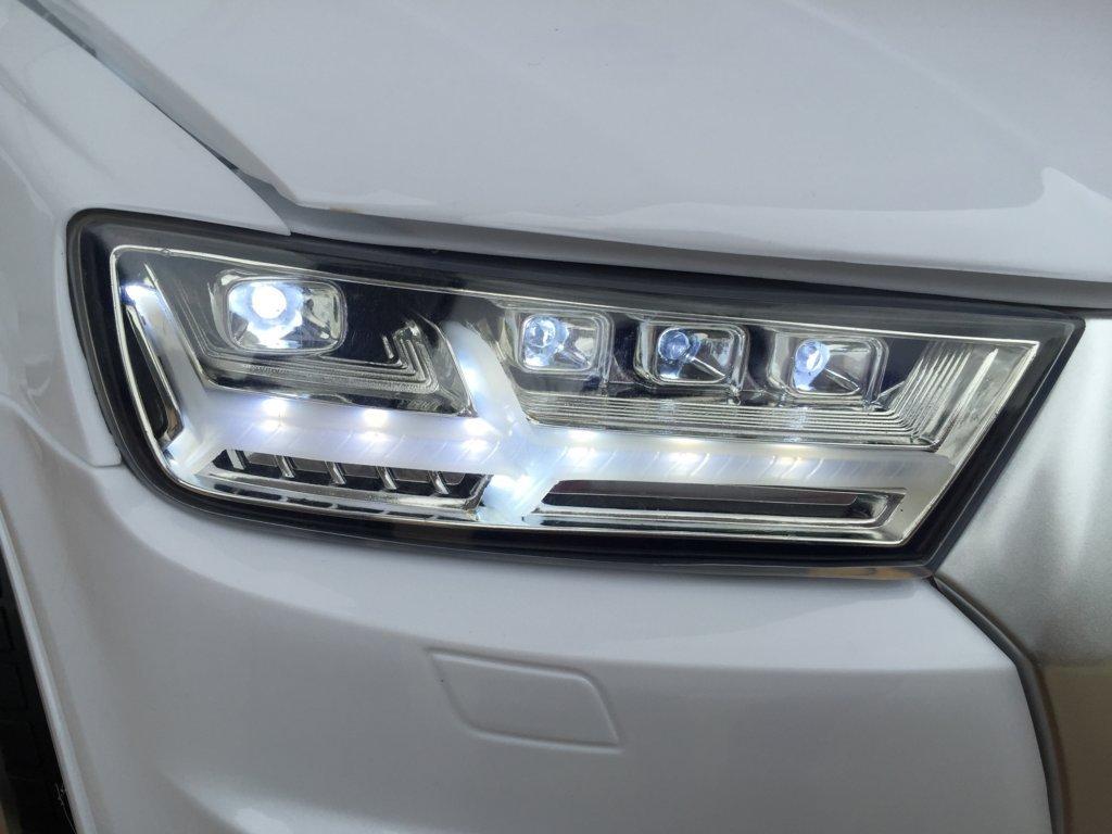 Coche electrico para niños Audi Q7 Facelift Blanco con luces frontales