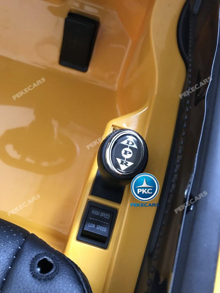 Coche electrico infantil Audi Little R8 Spyder Amarillo con palanca de cambio de marchas