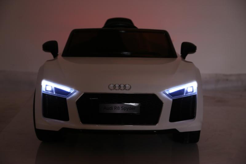 Coche electrico para niños Audi R8 Spyder Blanco con luces delanteras