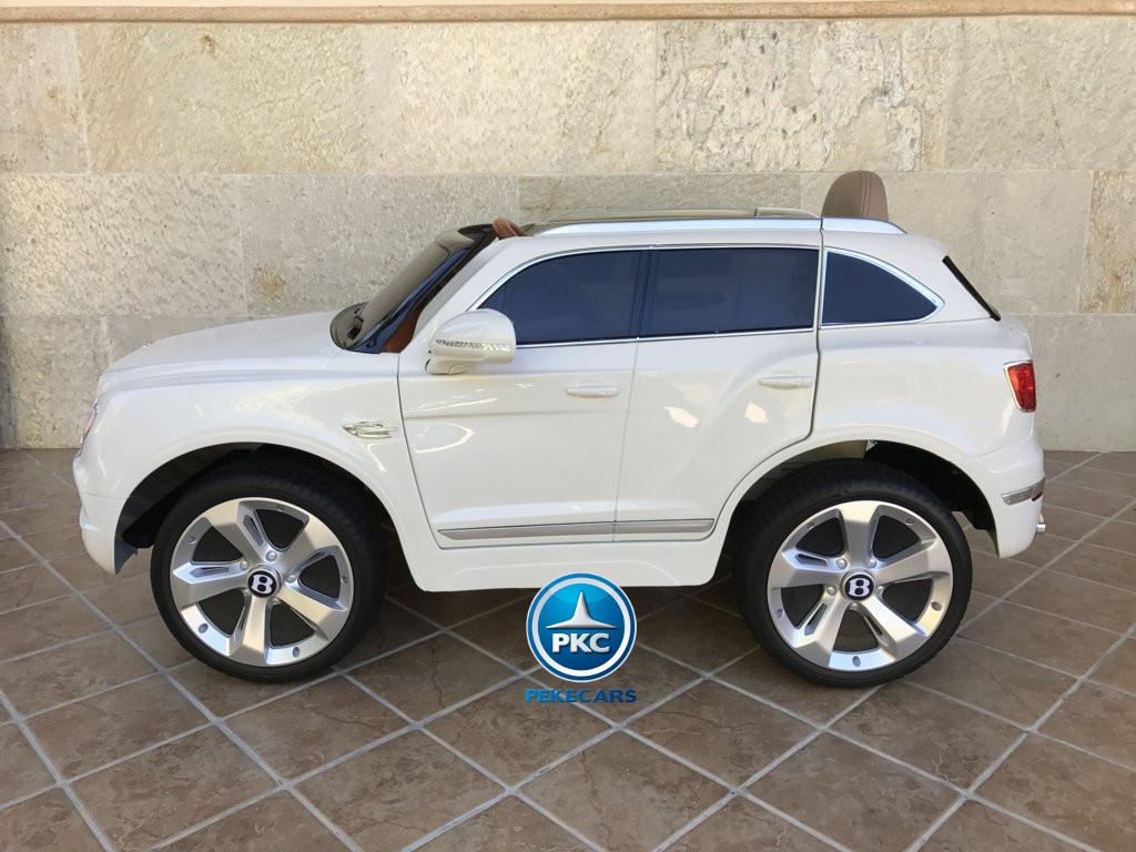 Coche electrico para niños Bentley Bentayga Blanco con ruedas de caucho antipinchazos