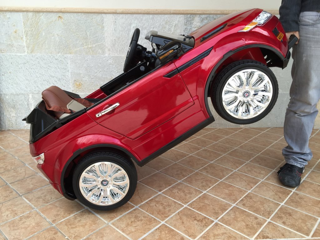 Coche electrico para niños evoque style rojo metalizado con asa de transporte