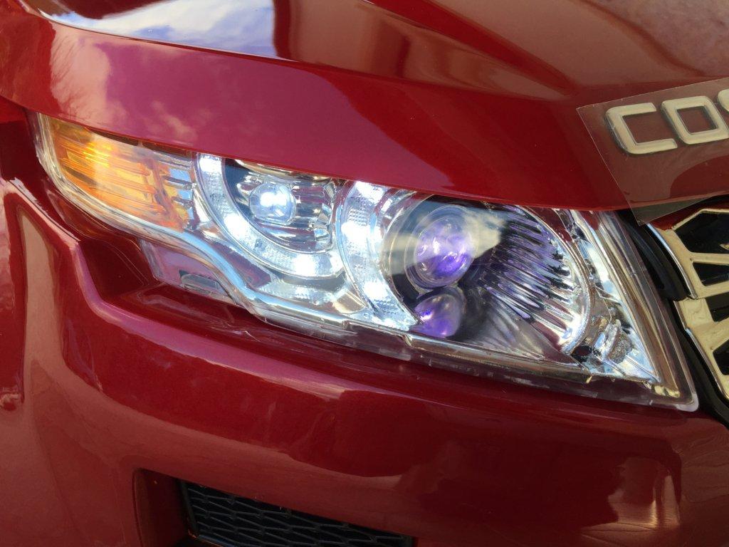 Coche electrico infantil evoque style rojo metalizado luces led delanteras