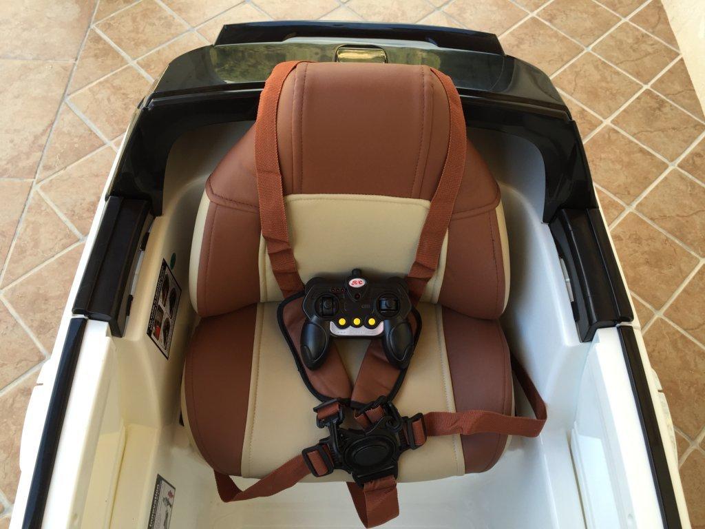 Coche electrico infantil evoque style blanco asiento acolchado en piel con cinturon de seguridad