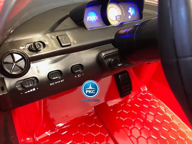 Coche electrico infantil Ferrari FXX-K Rojo Pintado salpicadero