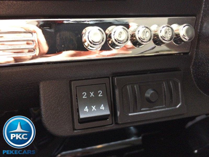 Todoterreno electrico infantil Ford Ranger MP4 Azul Metalizado salpicadero