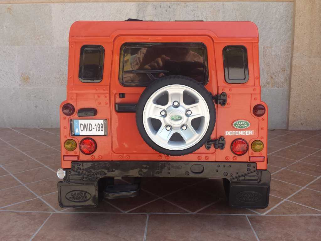 Todoterreno electrico infantil Land Rover Defender vista trasera