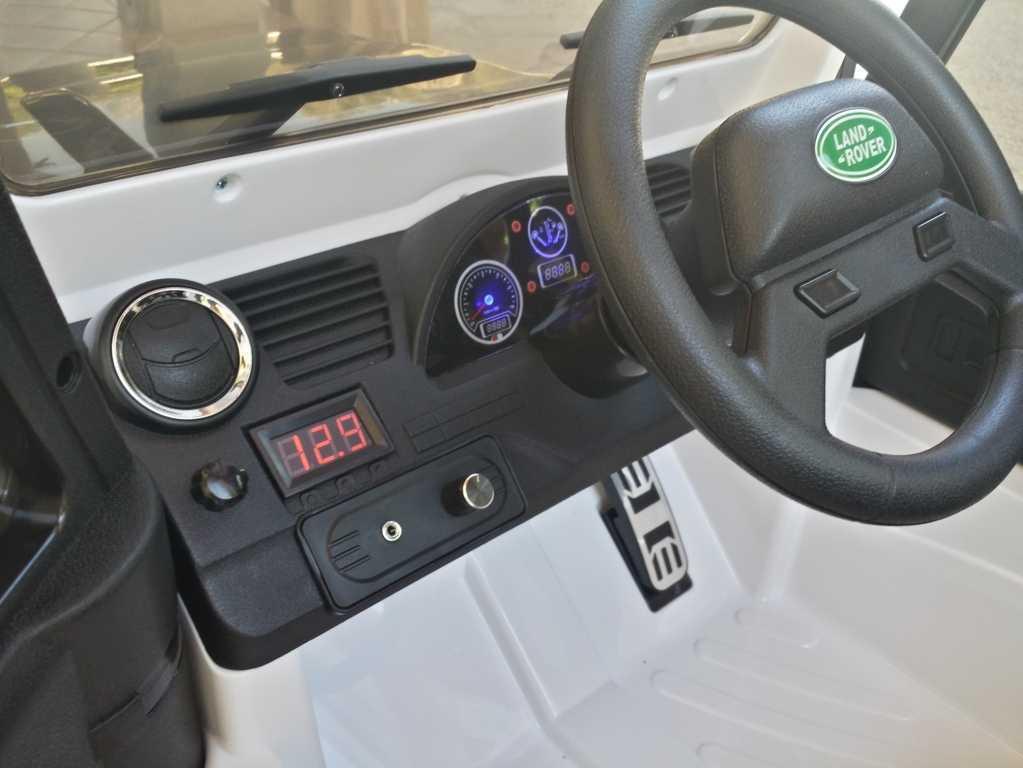 Todoterreno electrico infantil Land Rover Defender Blanco vista del salpicadero