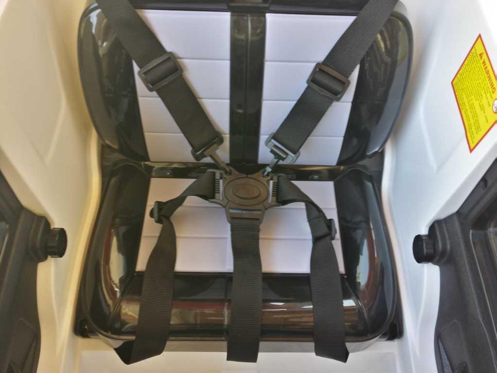 Todoterreno electrico para niños Land Rover Defender Blanco asiento acolchado con 5 puntos de anclaje