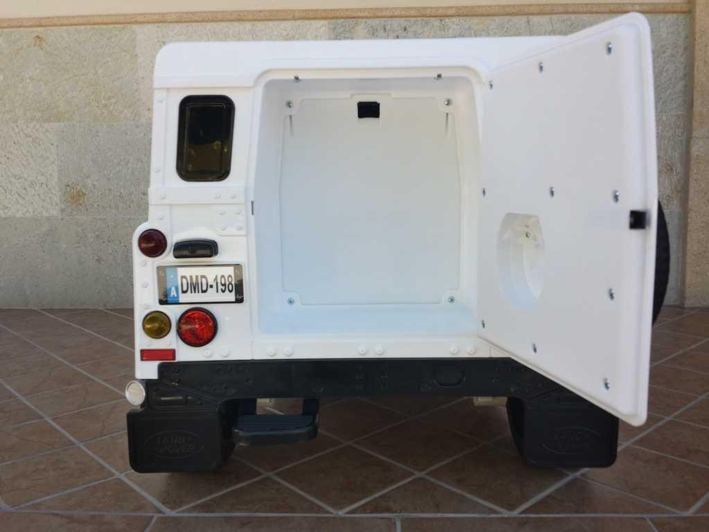 Todoterreno electrico infantil Land Rover Defender Blanco maletero trasero