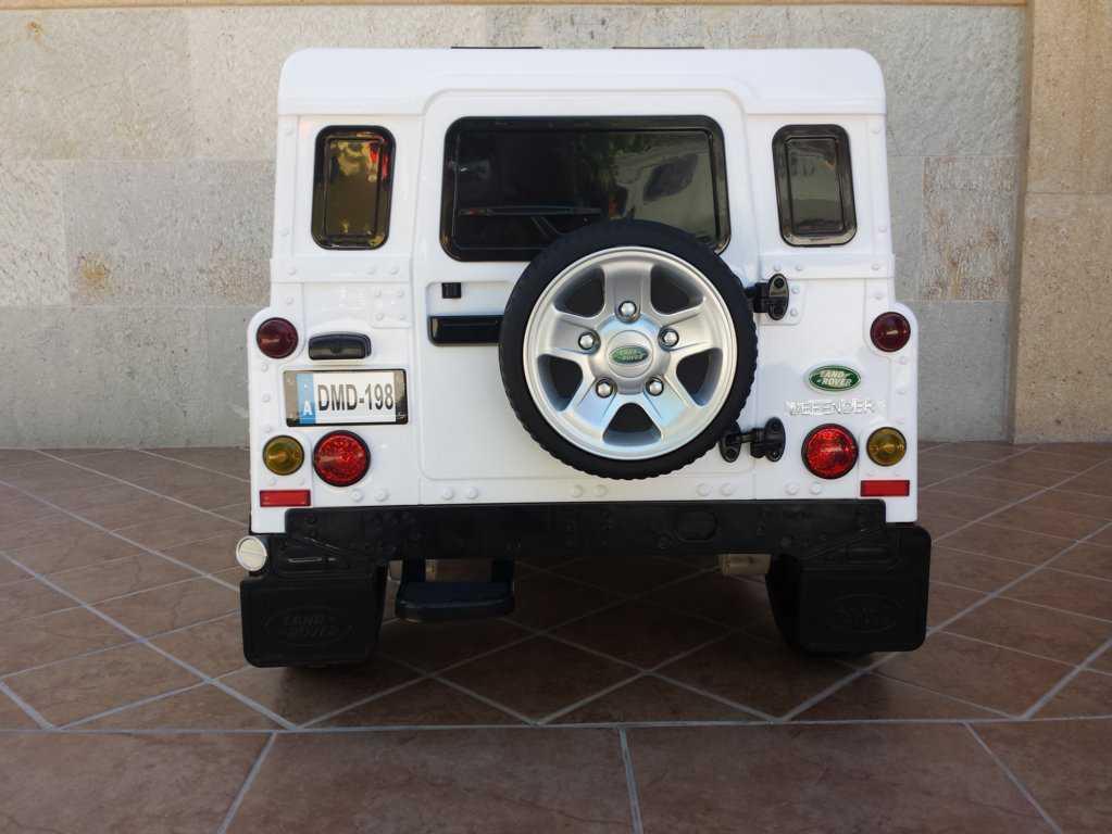 Todoterreno electrico infantil Land Rover Defender Blanco porton con rueda de repuesto