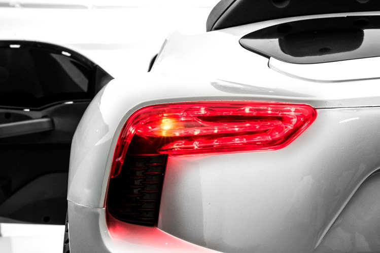 Coche electrico para niños Maserati Alfieri Blanco con Pantalla MP4 vista frontal