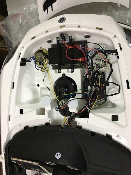Mercedes SLS para niños. La batería está debajo del capo.
