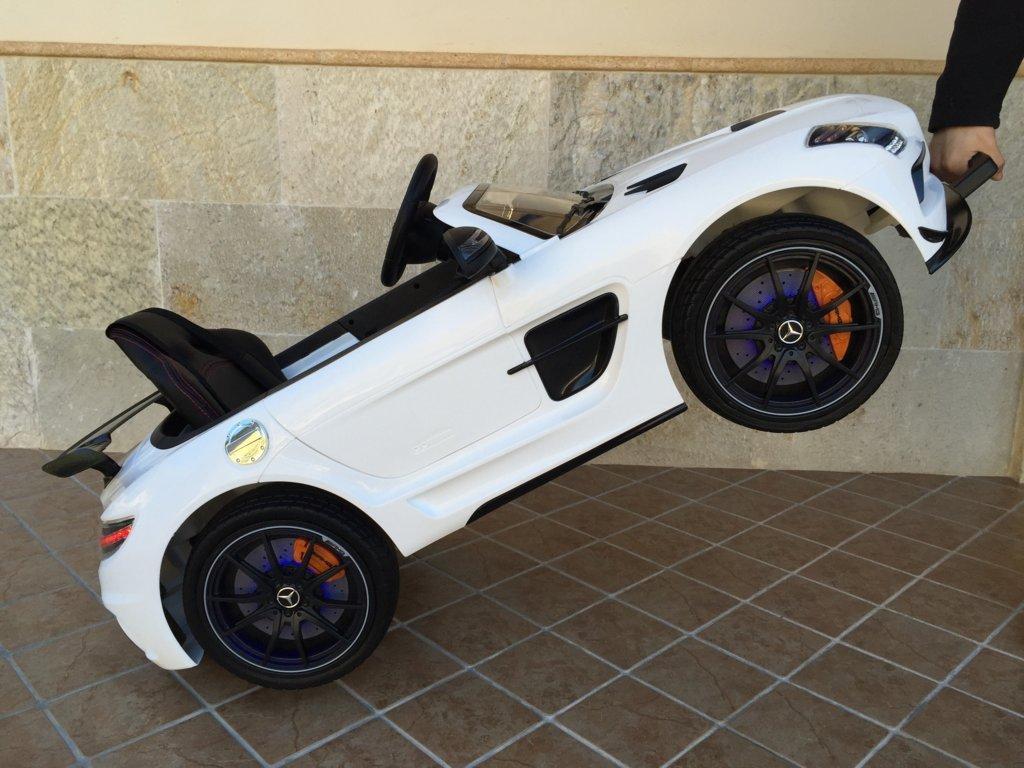 Coche electrico para niños Mercedes deportivo sls Blanco con asa de transporte
