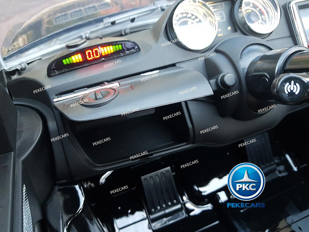 Coche electrico infantil Mercedes GL63 Version Superior Negro guantera en el salpicadero