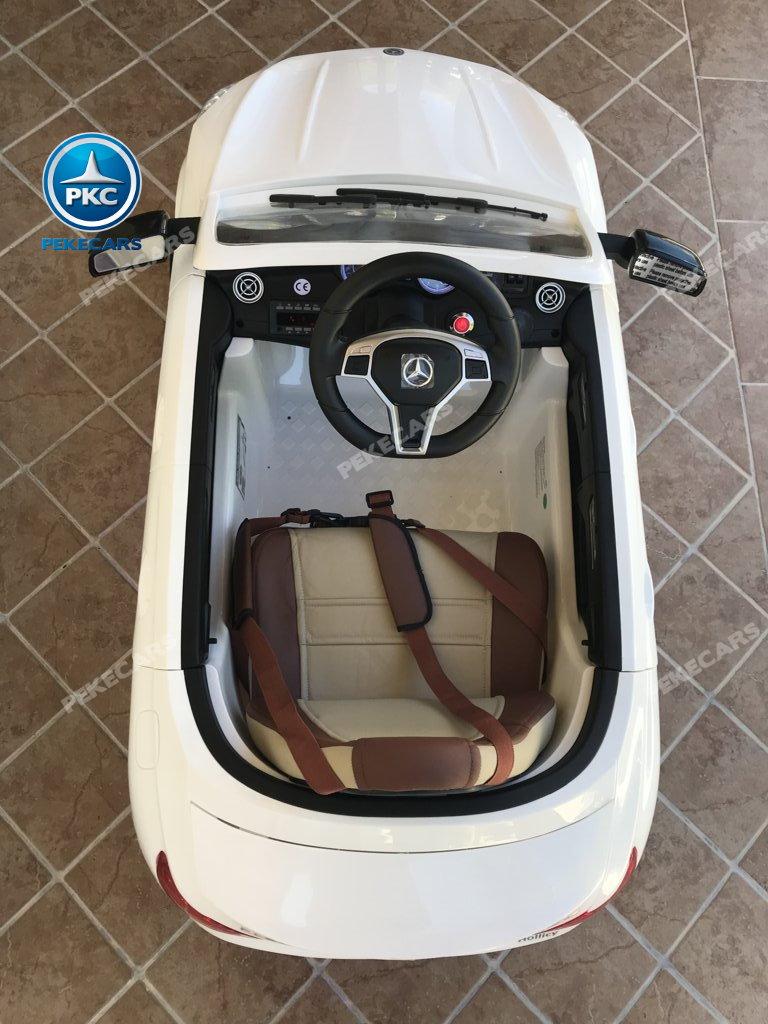 Coche electrico para niños Mercedes CLA45 Blanco visto desde arriba