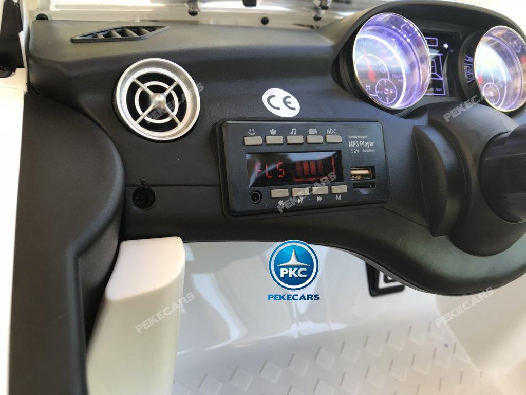 Coche electrico para niños Mercedes CLA45 Blanco con conexión para USB