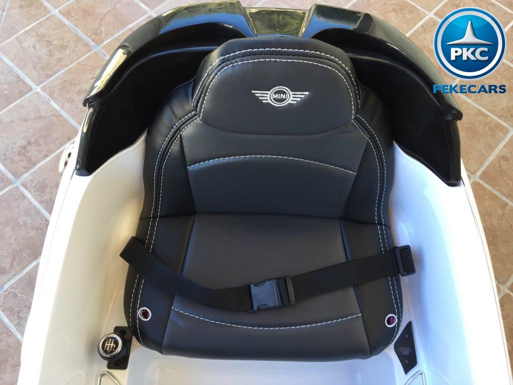Coche electrico para niños Mini Hatch Blanco asiento acolchado en piel