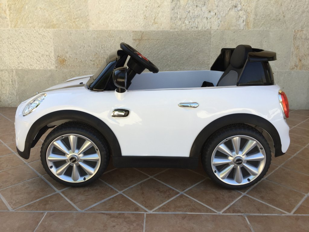 Coche electrico infantil Mini Hatch Blanco