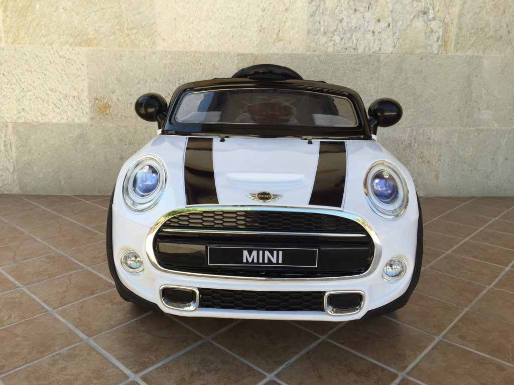 Coche electrico infantil Mini Hatch Blanco vista frontal