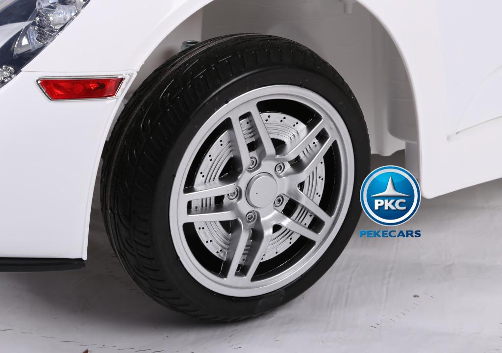 Coche electrico para niños Porsche style blanco ruedas de caucho antipinchazos