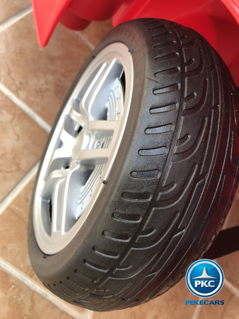 Coche electrico infantil Porsche style rojo ruedas de caucho antipinchazos
