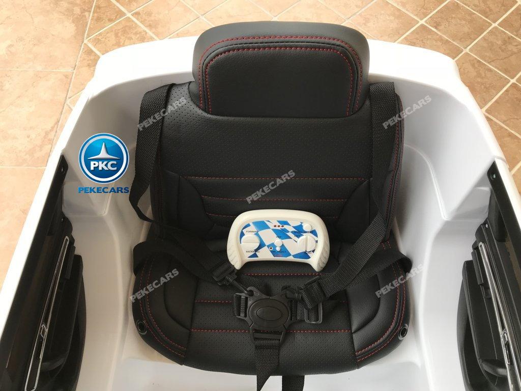 Coche electrico para niños Volkswagen Touareg Blanco con MP4 asiento acolchado en piel