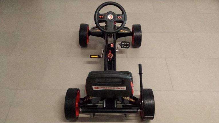 Kart a pedales GC004 Rojo con ruedas de caucho desde arriba