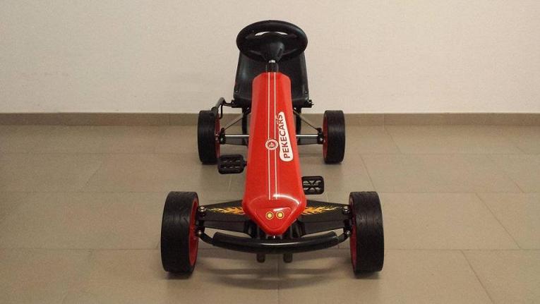 Kart a pedales GC004 Rojo con ruedas de caucho frontal