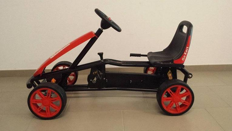 Kart a pedales GC004 Rojo con ruedas de caucho lateral