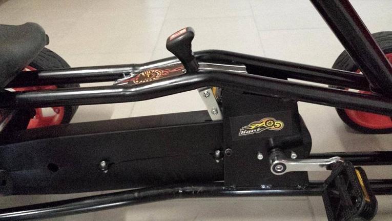 Kart a pedales GC004 Rojo con ruedas de caucho palanca cambio de piñón