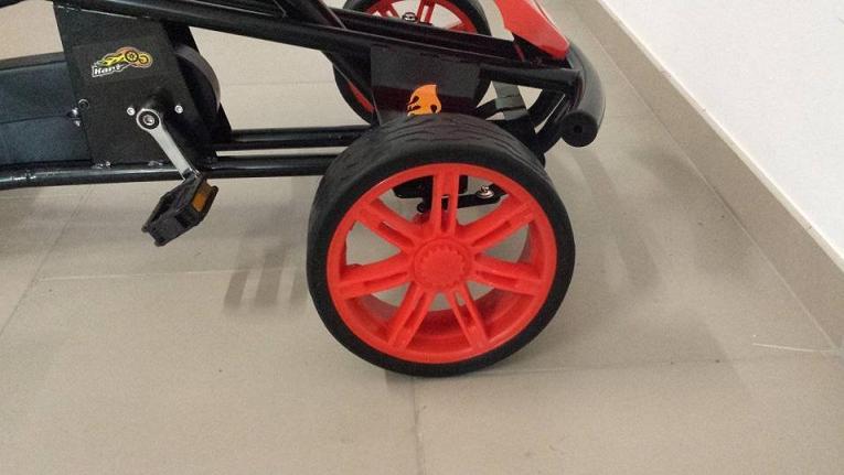 Kart a pedales GC004 Rojo con ruedas de caucho ruedas delanteras