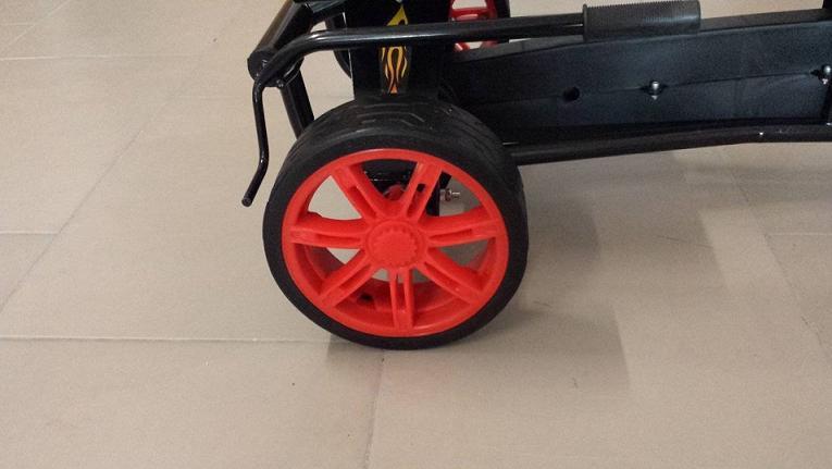 Kart a pedales GC004 Rojo con ruedas de caucho traseras