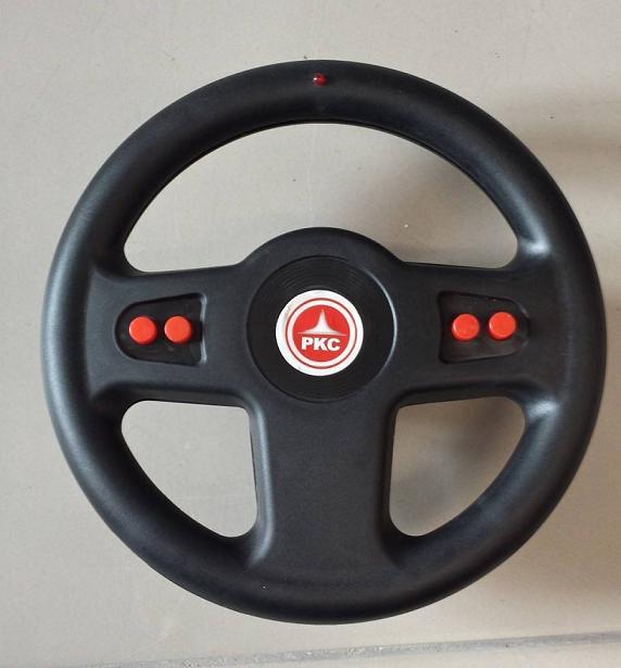 Kart a pedales GC004 Rojo con ruedas de caucho volante con sonidos