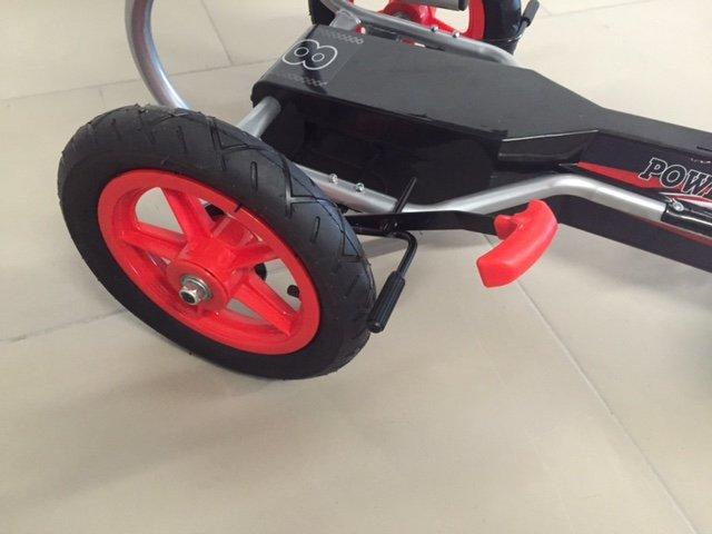 Kart a pedales deportivo rojo ruedas neumáticas