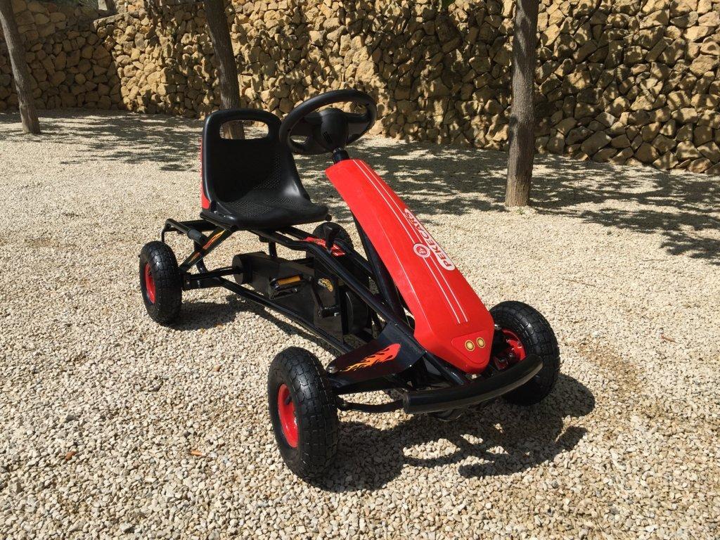 Kart a pedales GC004 Rojo con ruedas neumáticas vista principal