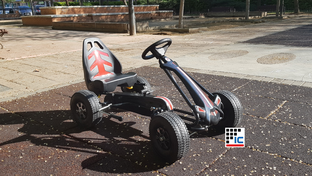 Kart a pedales Racing Car Volare Negro perspectiva