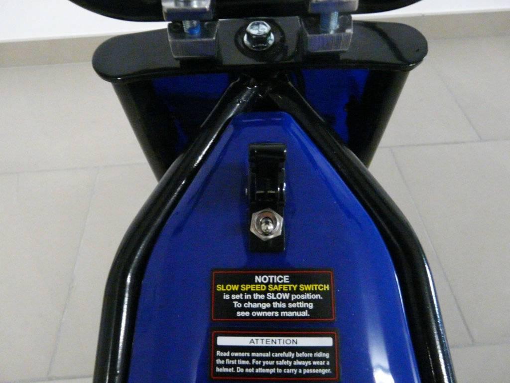 Moto electrica infantil Pekecars 24V 200W Azul interruptor de encendido