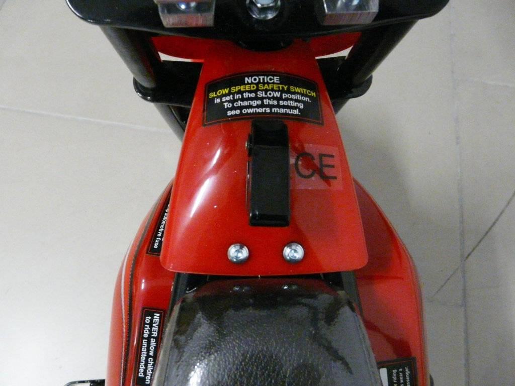 Moto electrica para niños Pekecars 24V 250W Roja interruptor de encendido