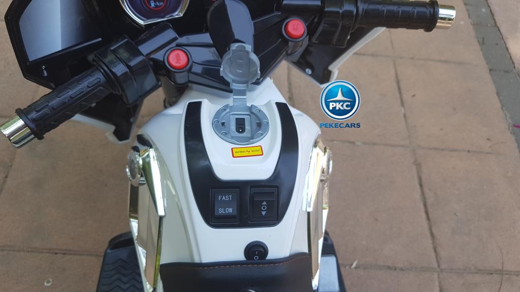 Moto electrica para niños de policia 12V Blanca toma de carga
