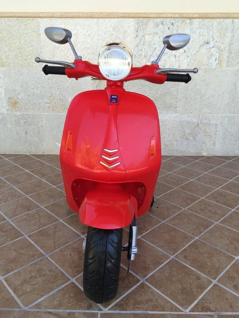 Vespa style 12V Roja frontal