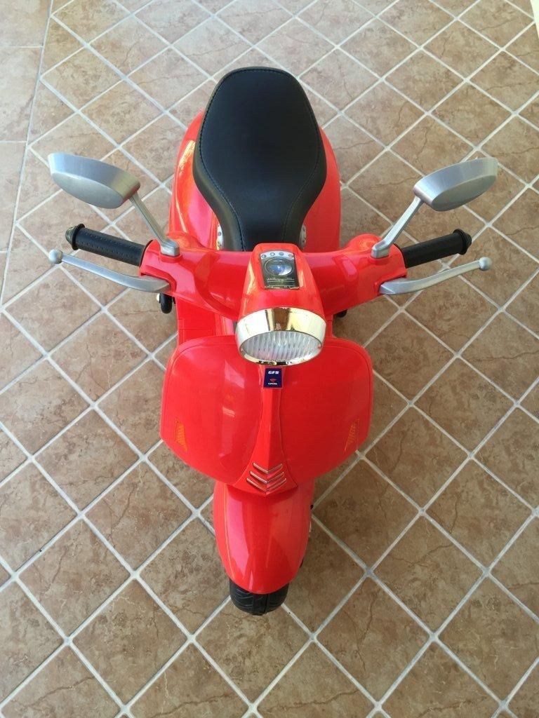 Vespa style 12V Roja desde arriba