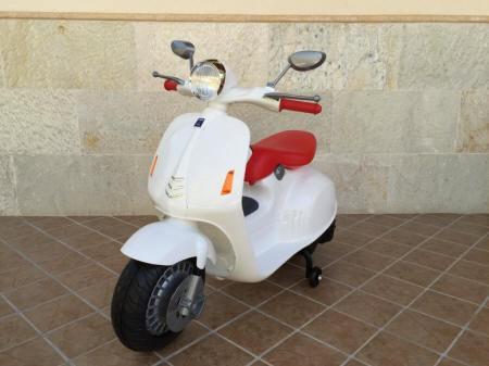 Moto Vespa Style 12V PEKECARS White para niños