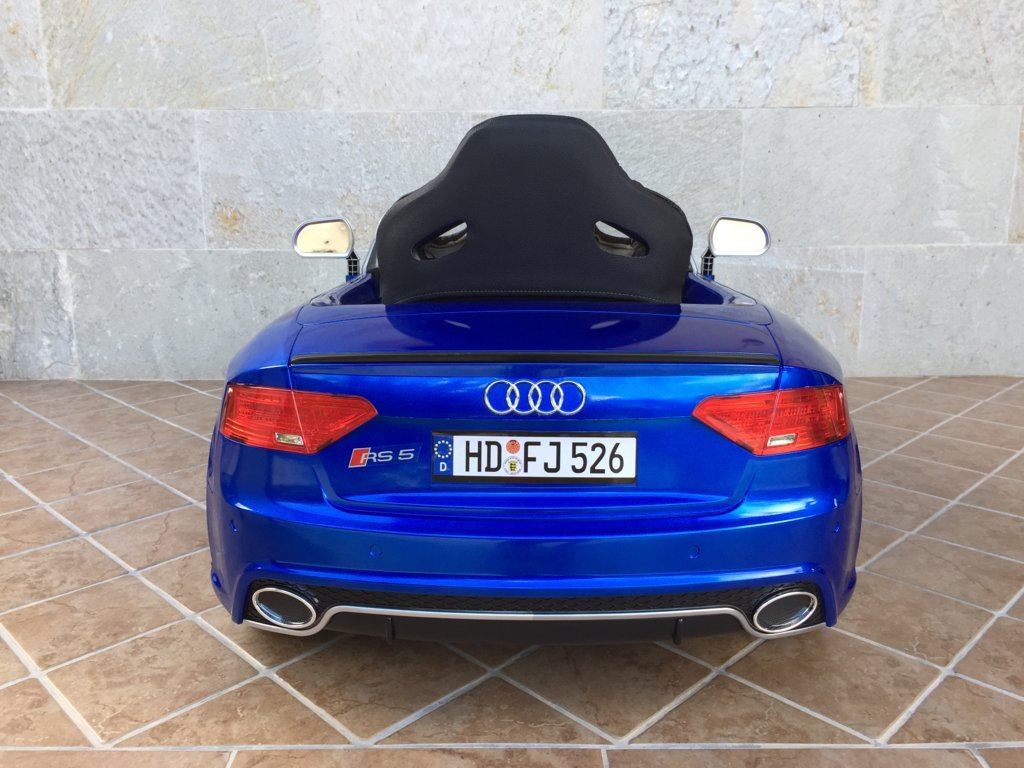 Audi Rs5 azul trasera