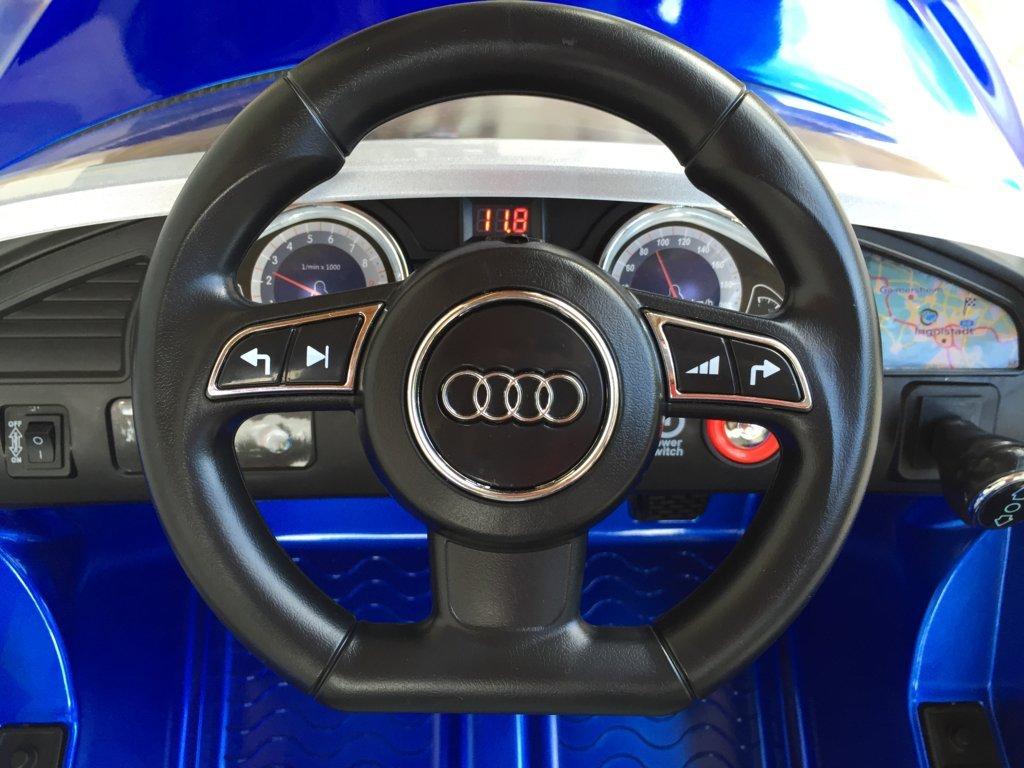 Audi Rs5 azul volante